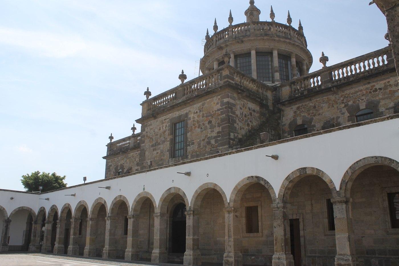 Hospicio Cabañas patio interior obra del arquitecto Manuel Tolsá