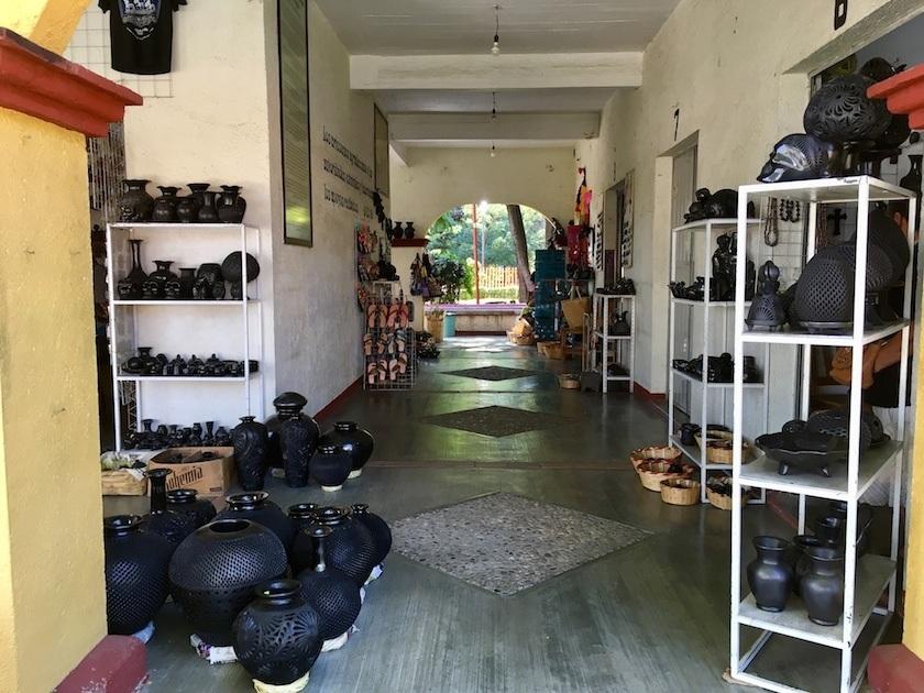 El barro negro, una artesanía mexicana en San Bartolo Coyotepec