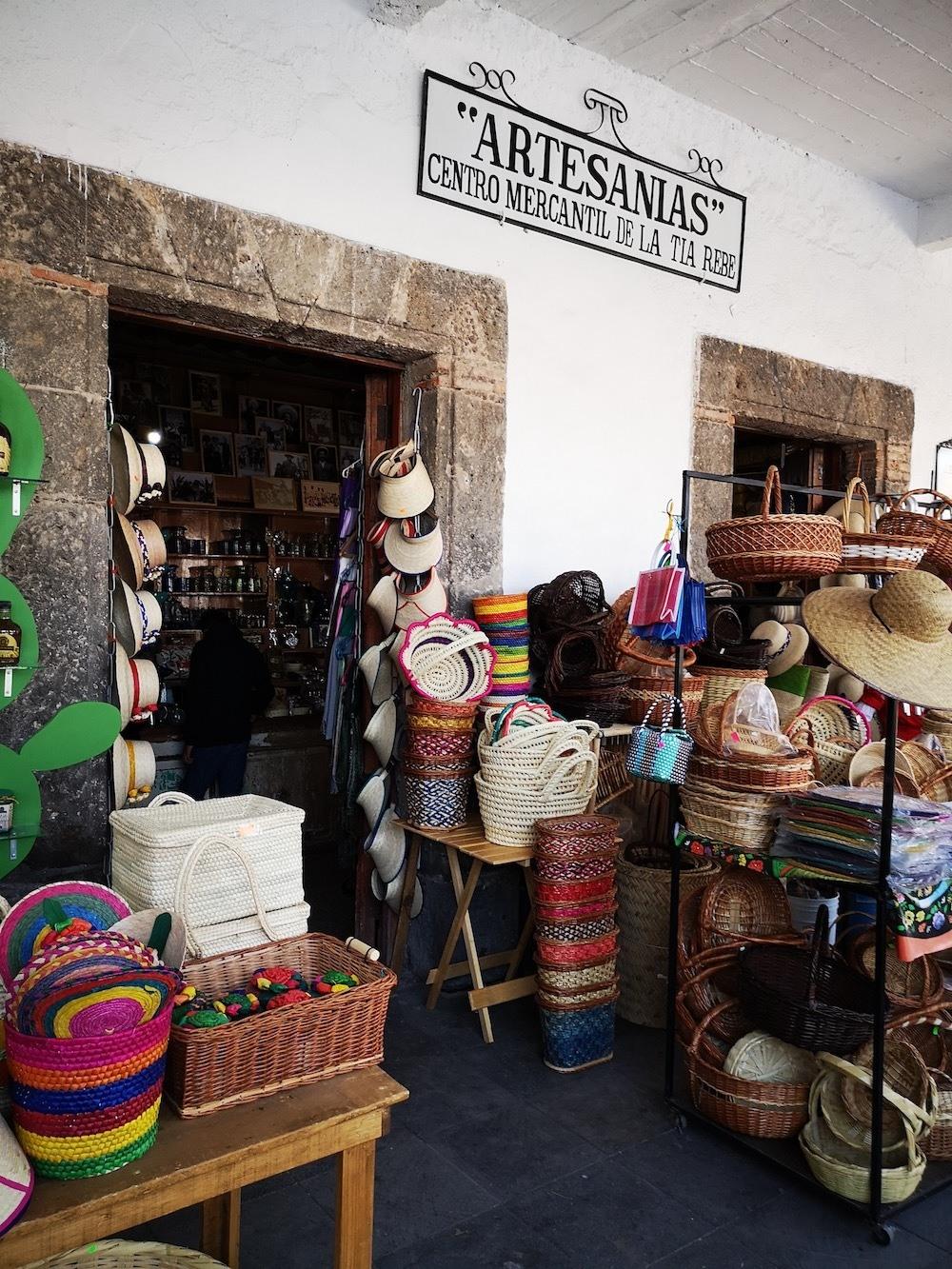 Articulos de piel y artesanías Villa de Tezontepec