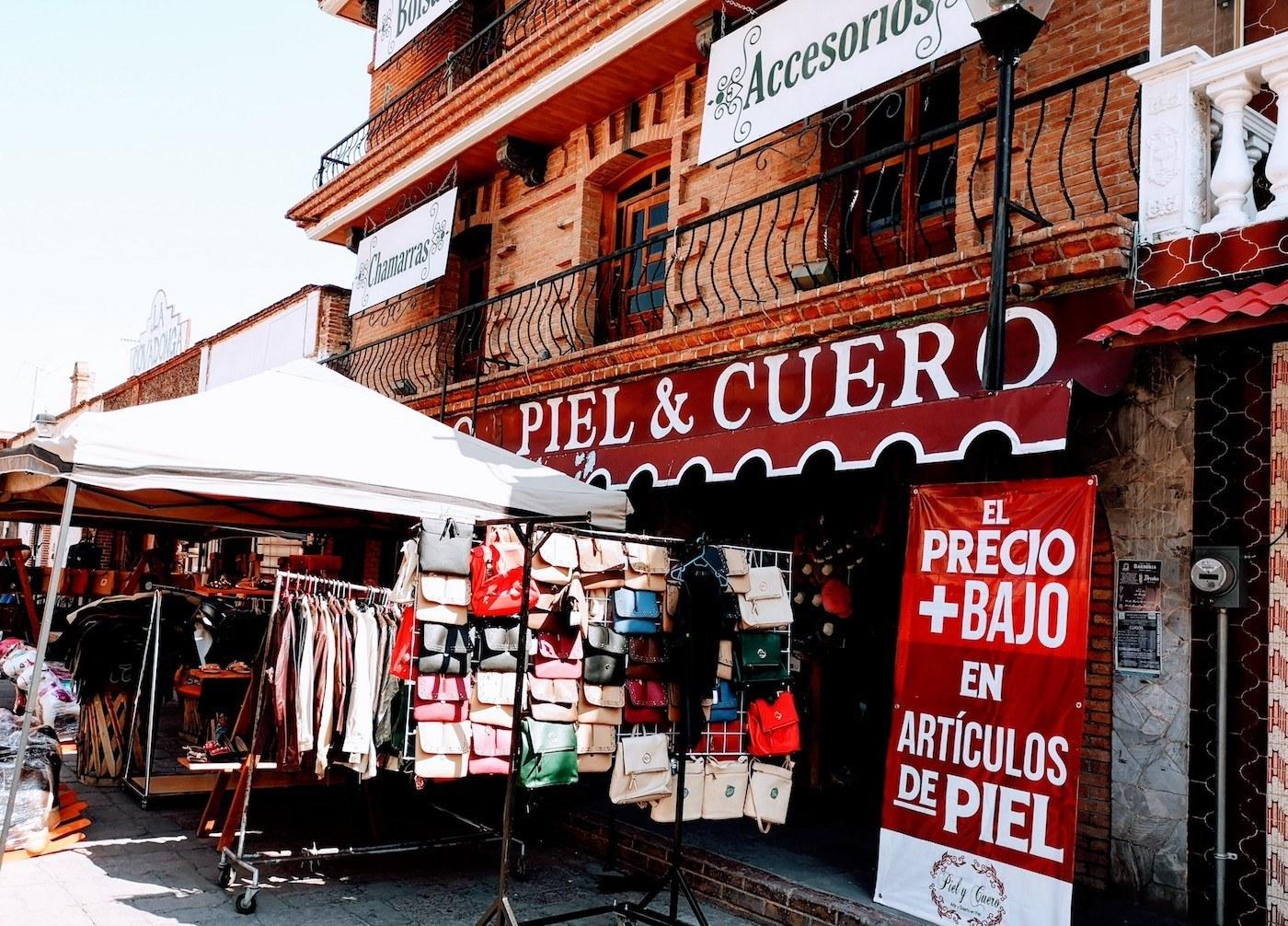 Artesanías y artículos de piel en Villa de Tezontepec